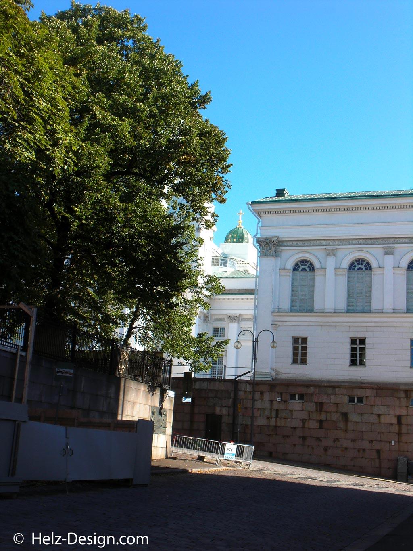 Tuomiokirkko von der Yliopistonkatu aus gesehen