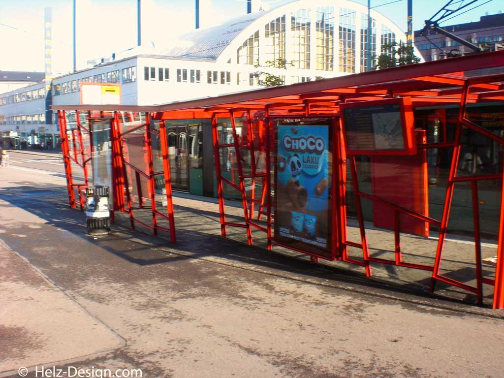 Raitiovaunupysäkki ja Helsingin kaupungin taidemuseo