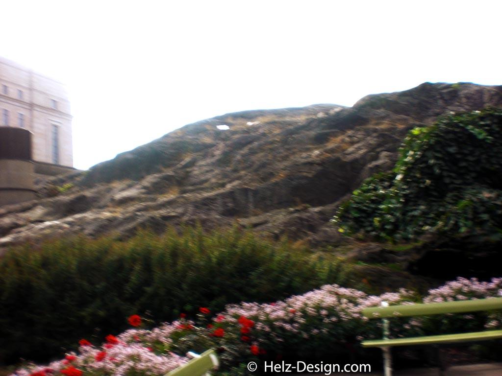 Hier kann man sich gut vorstellen, dass das Eduskuntatalo auf einem Hügel erbaut wurde – Arkadianmäki