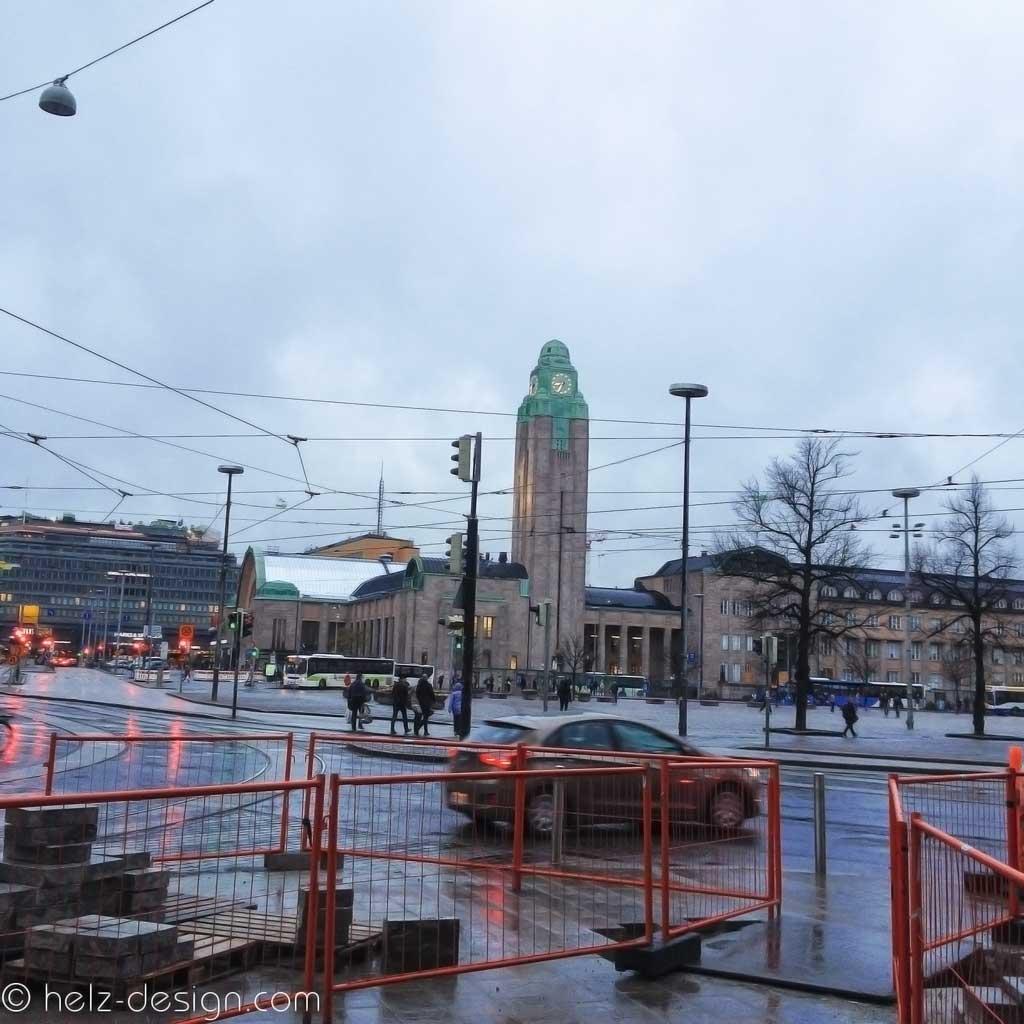 Mikkonkatu Blick zum Rautatieasema – abends und noch so hell