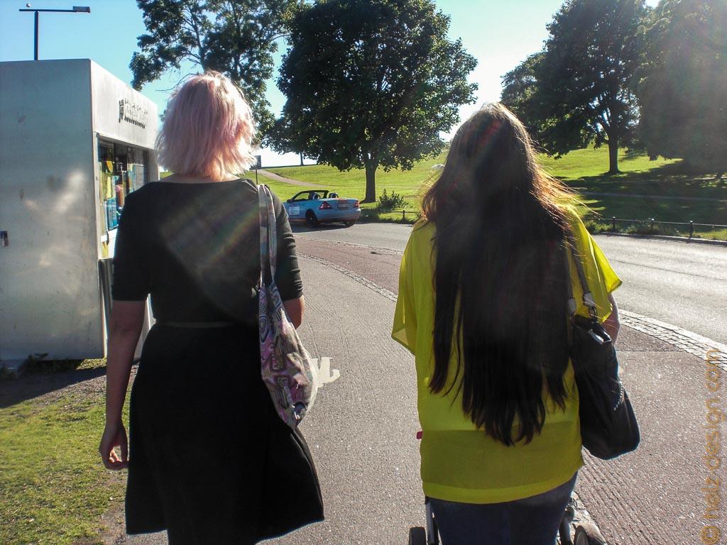Saara & Sanna-Leena …ich liebe das rosa in Saaras Haaren