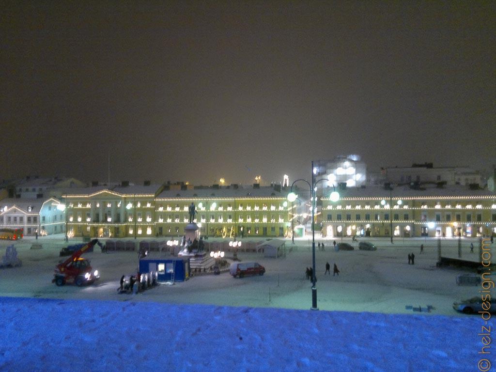 Blick zur Sofiankatu – Blau liegt der Schnee vor der Tuomiokirkko