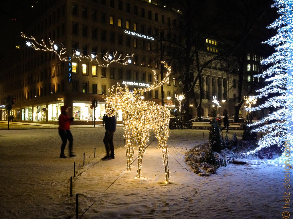 Weihnachtselch am Runebergin Denkmal