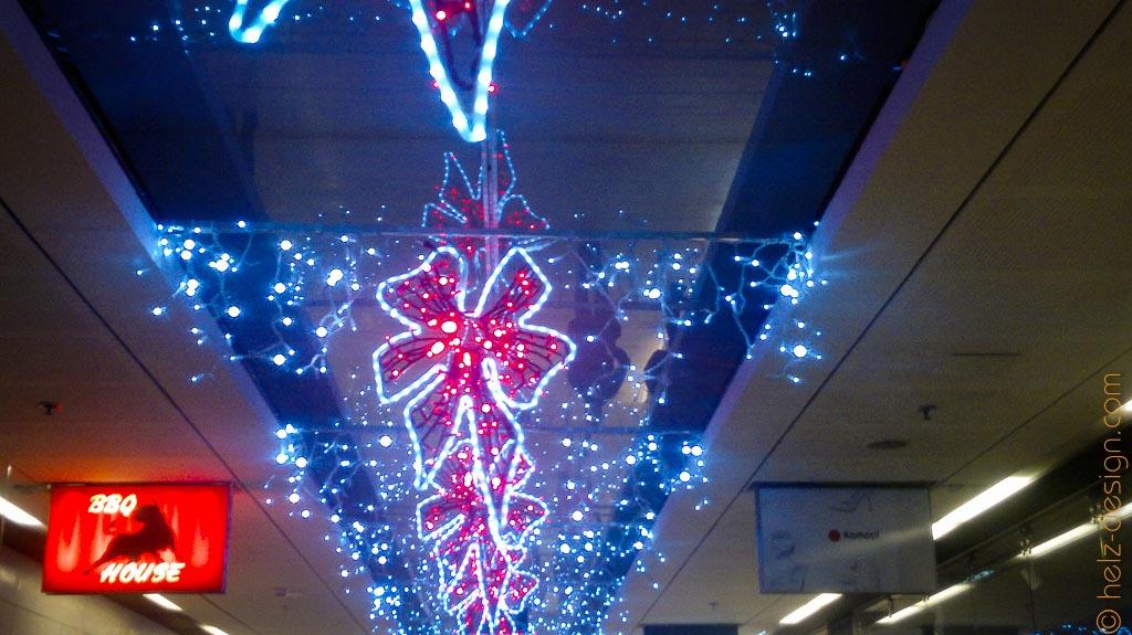 Weihnachtsdeko im Kauppakeskus Kamppi