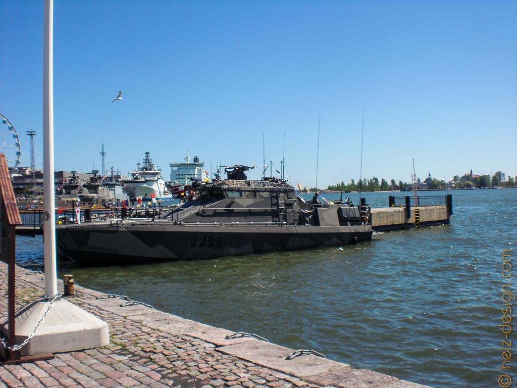 Militärische Schiffe im Hafen