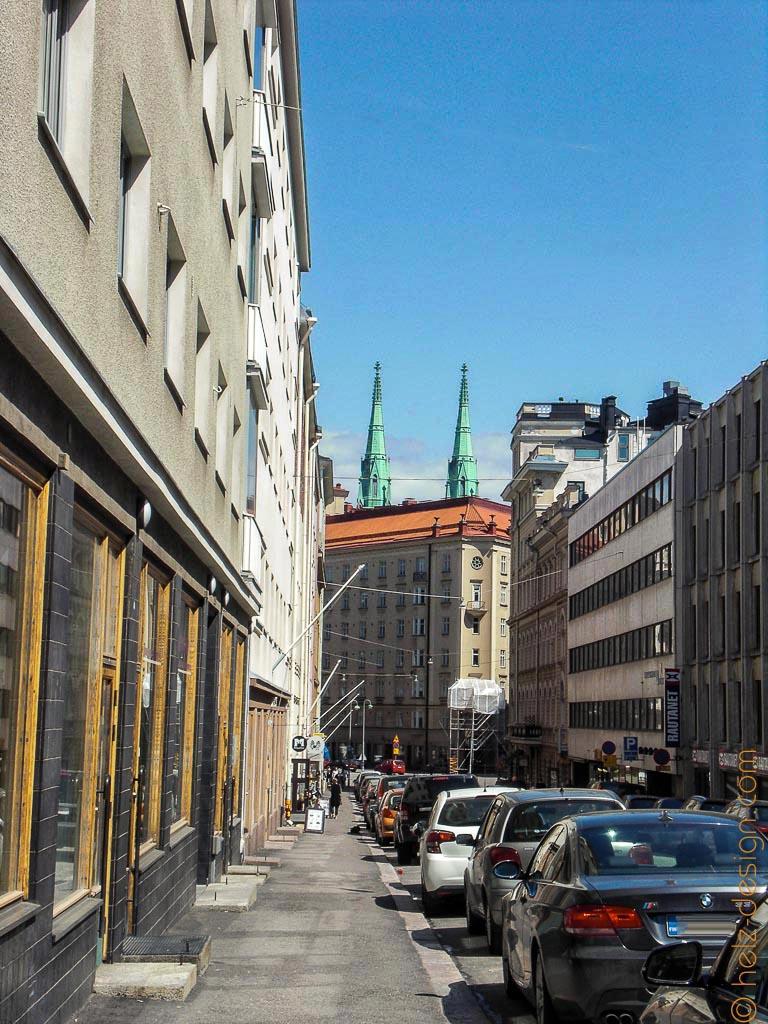 Pursimiehenkatu und Blick auf die Türme der Johanneksenkirkko, der St. Johannes Kirche