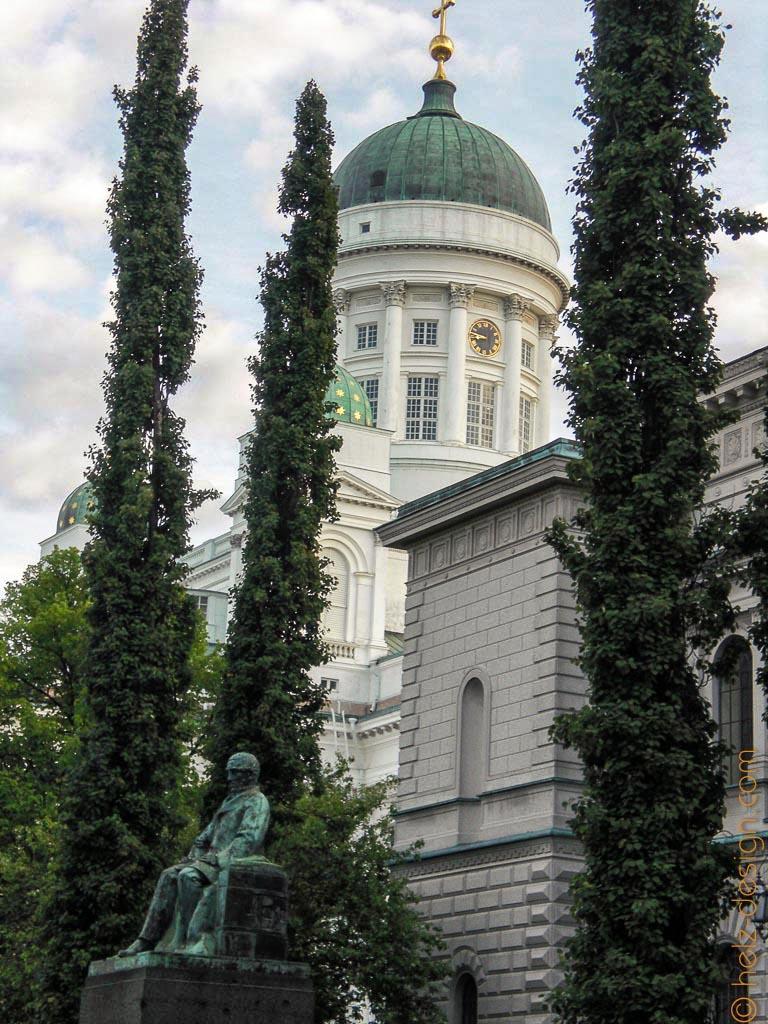 Snellmanin patsas – Snellman Denkmal  und Tuomiokirkko