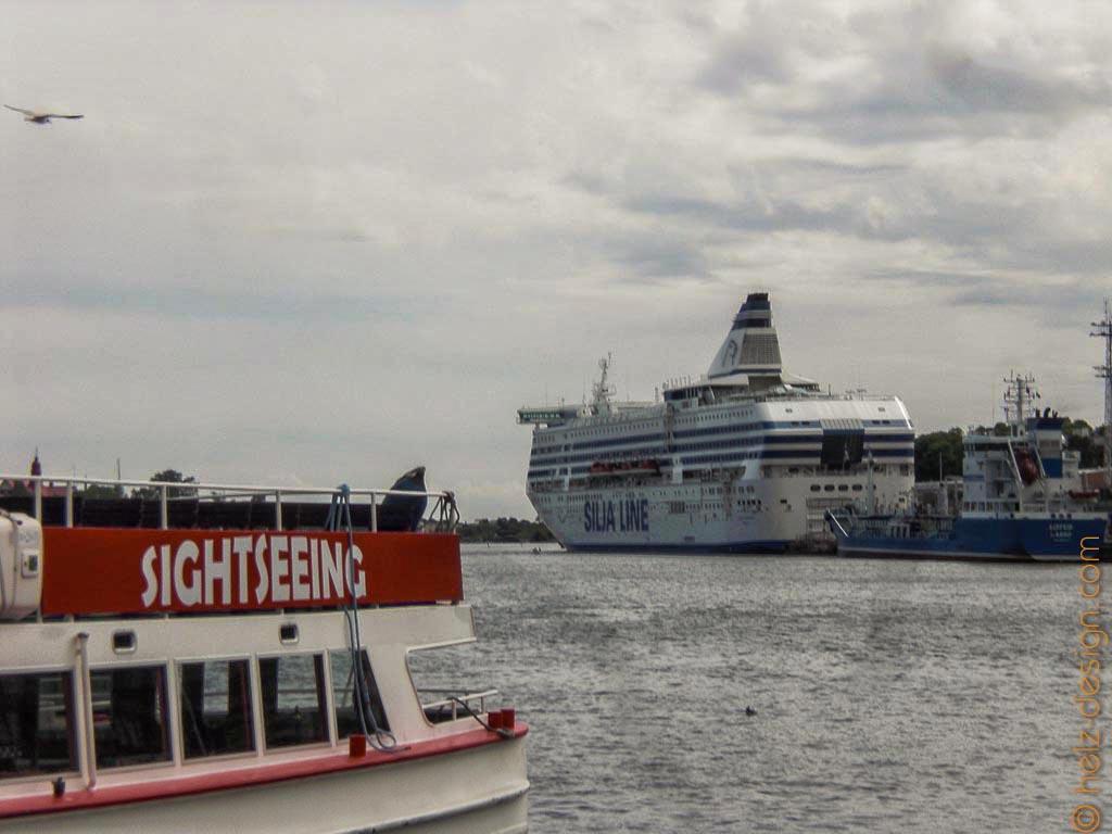Sightseeng Schiffe und Fährschiffe