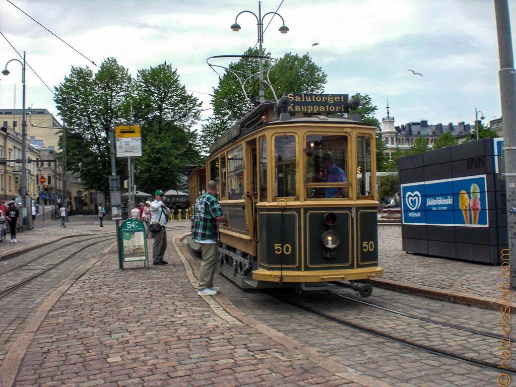 Alte Tram für Touristenrundfahrten