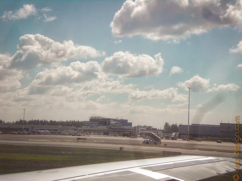 Flughafengebäude am Horizont