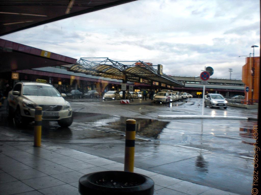 Flughafen Tegel mit tiefen Pfützen