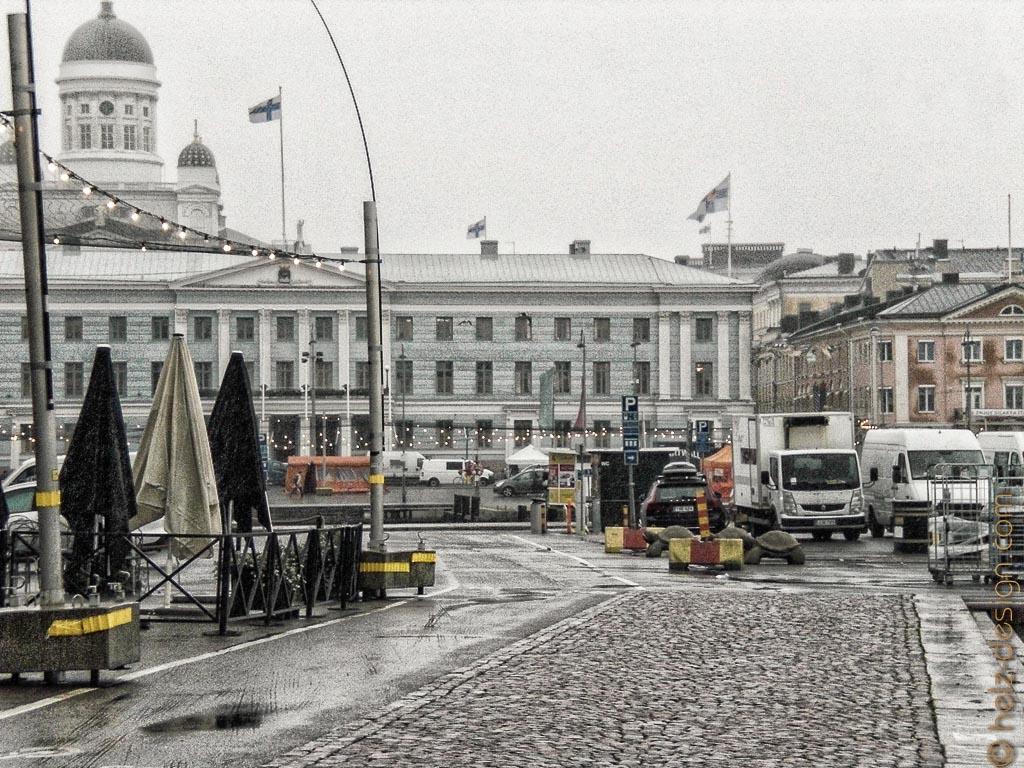 Tuomiokirkko und Kaupungintalo – Dom und Rathaus