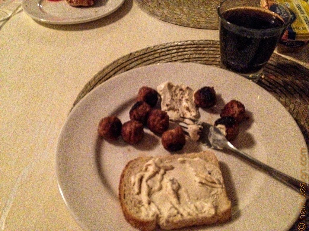 Kasvispulla mit Pfifferlingfrischkäse und Toast