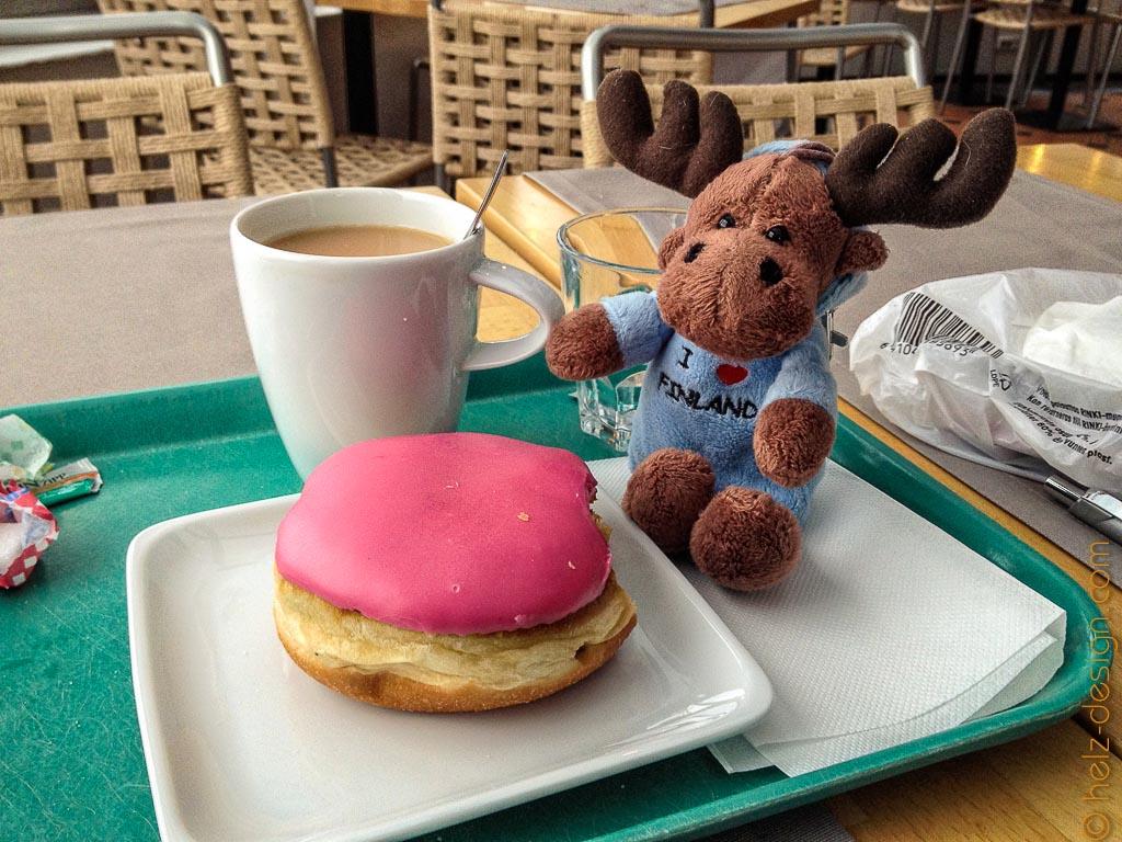 Munkki und Tee im Cafe Ursula