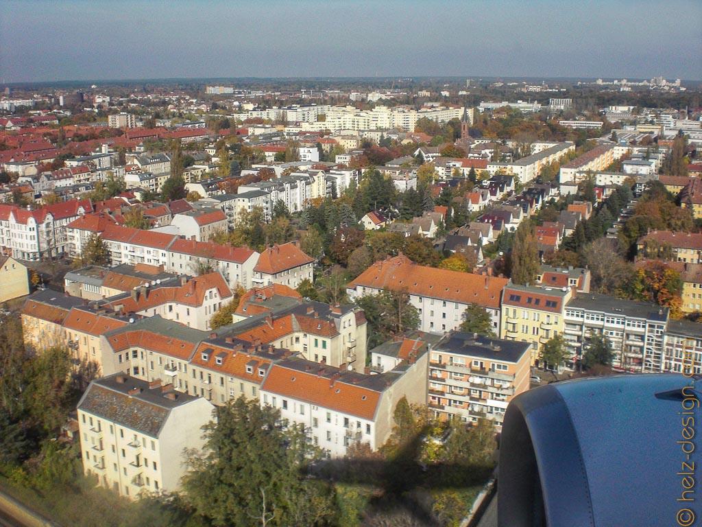Berlin von oben mit Flugzeugschatten