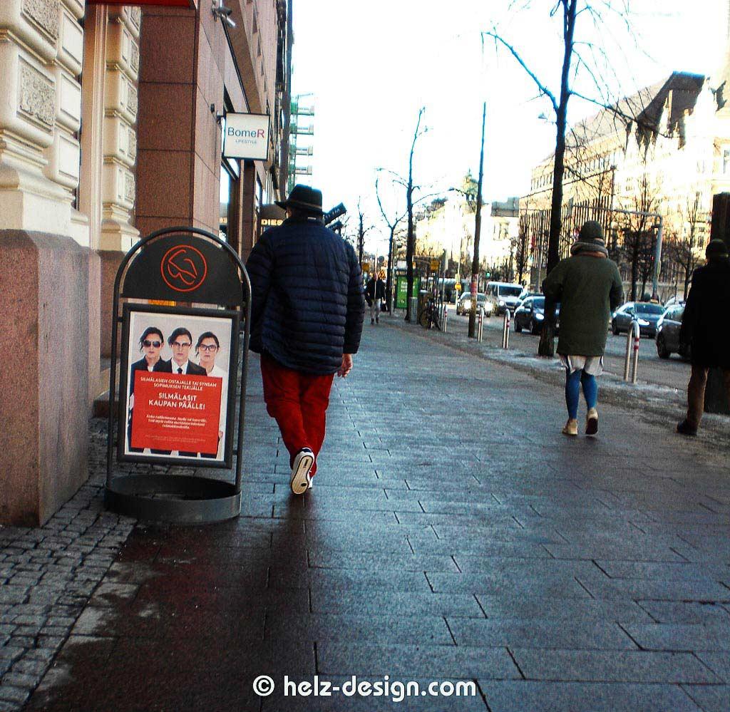 Mann mit roten Hosen