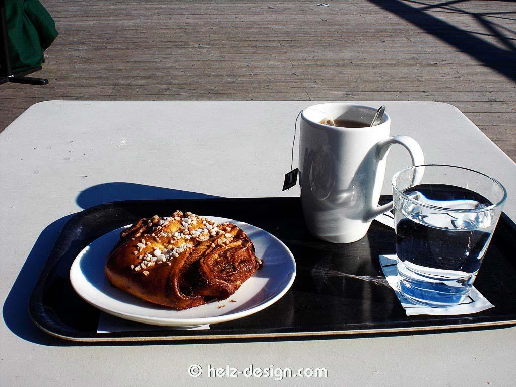 Korvapuusti, Tee und Wasser