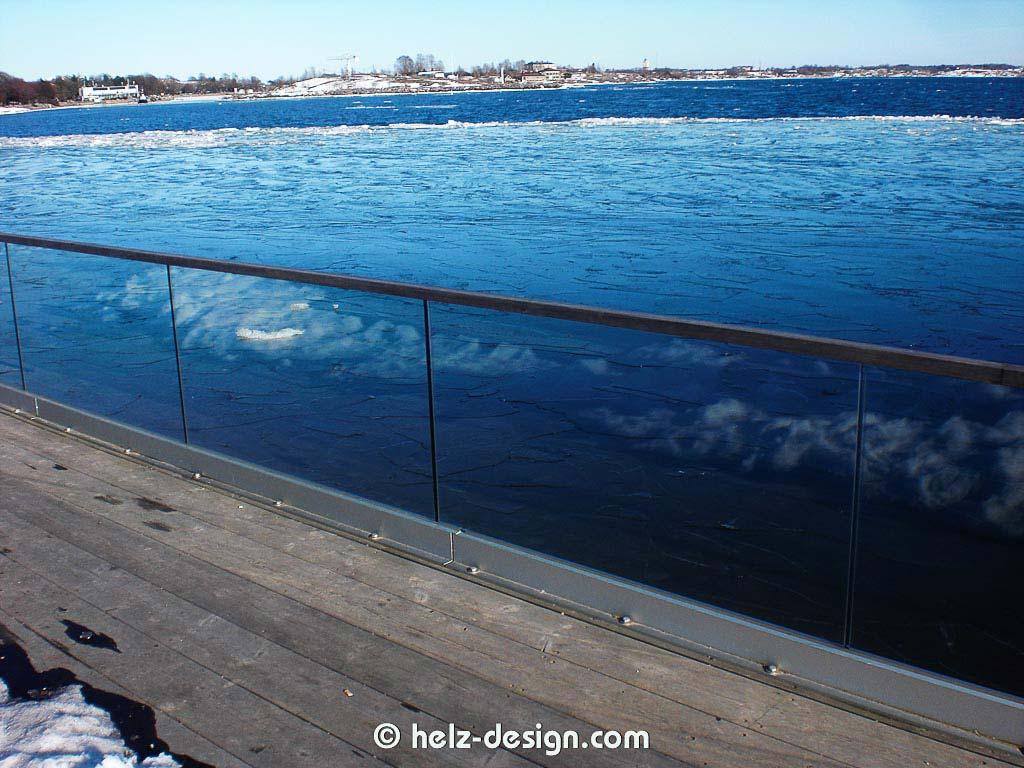 Cool wie sich die Schneereste im Glas wiederspiegeln und dann in Eis übergehen