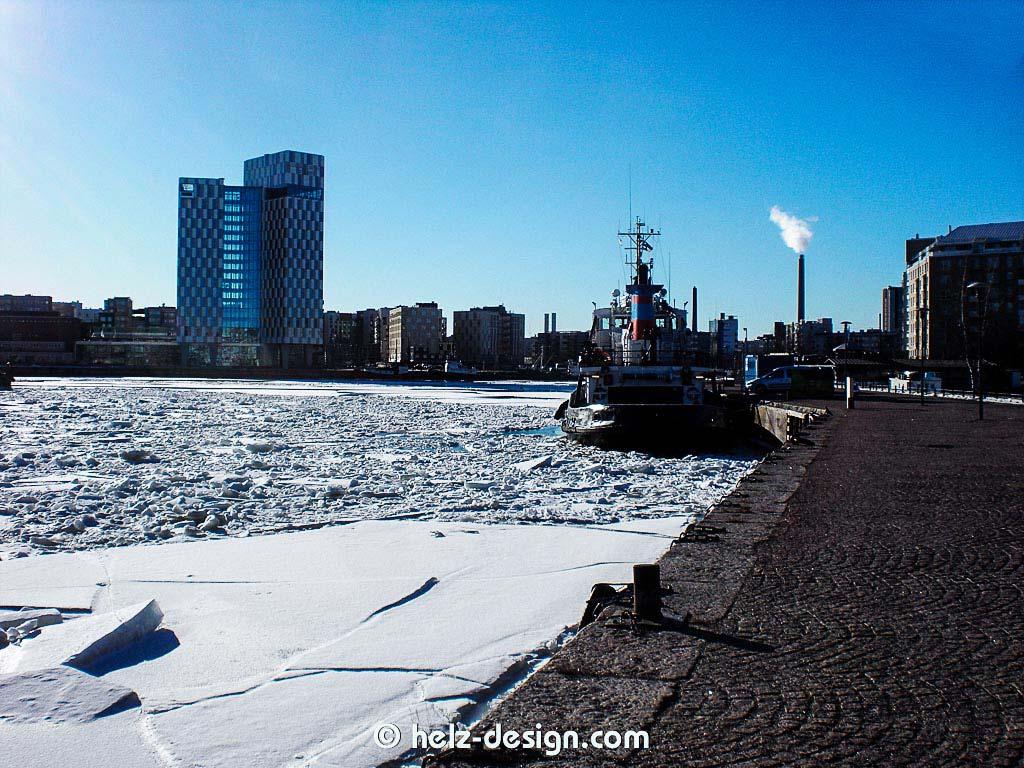 Hafenbecken Länsisatama mit Hotel Clarion