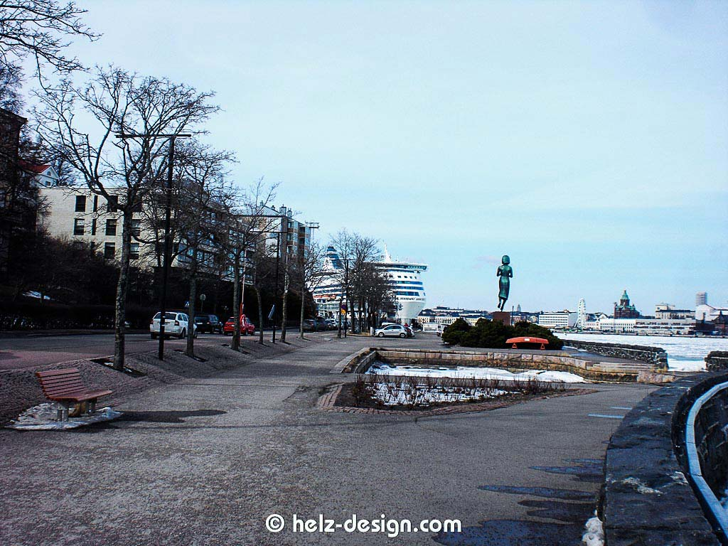 Silja Line und Rauhanpatsas und dann ganz hinten die Uspenski katedraali