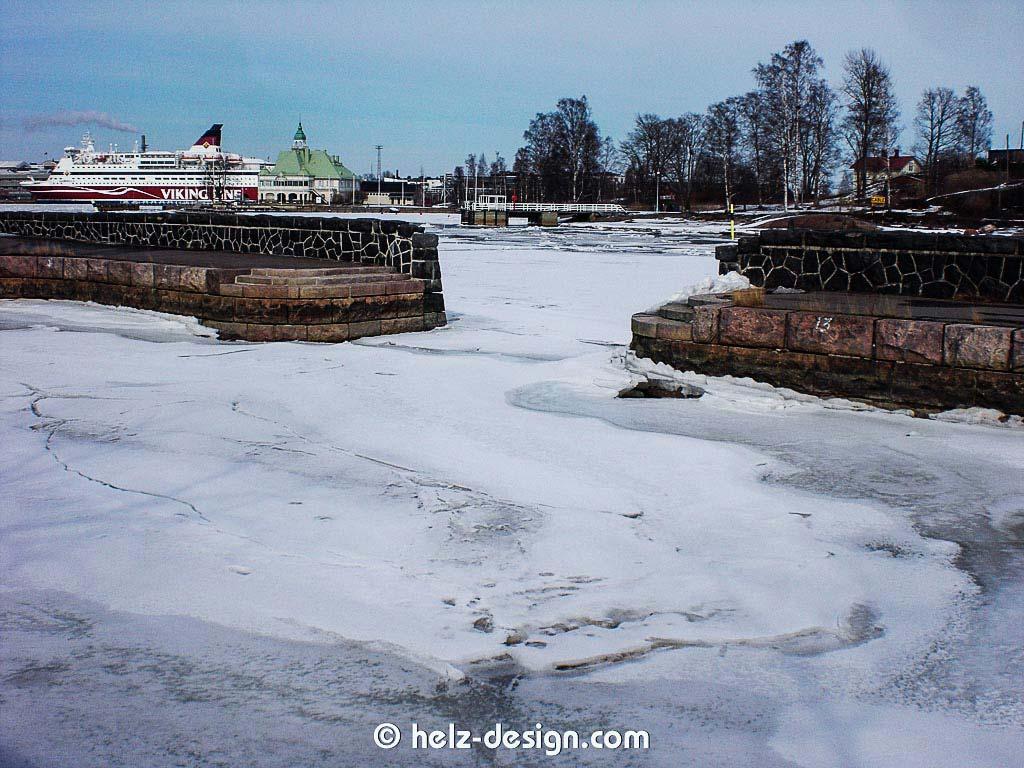 kleines Hafenbecken, Fähre und Valkosaari