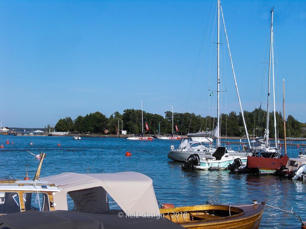 Alte Boote neben …