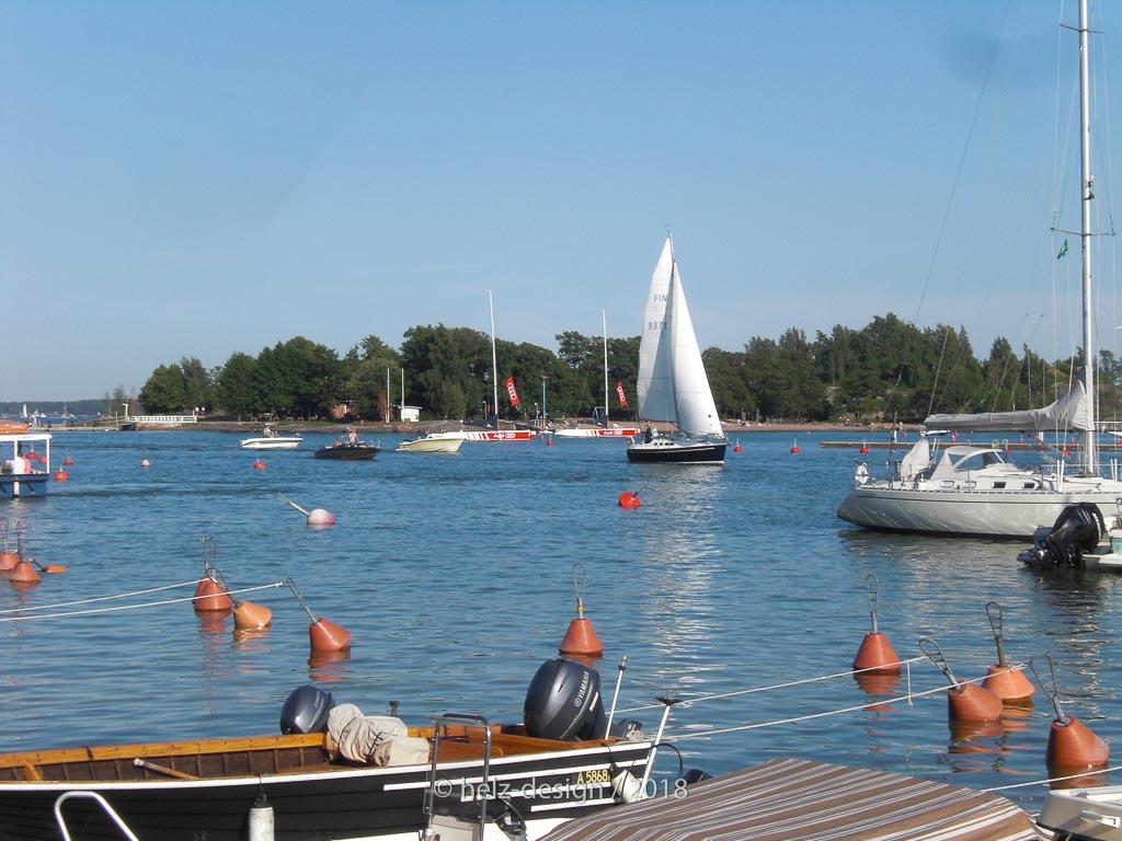 Ich frag mich immer, wie man die Boote auch an den hinteren Bojen vertäut bekommt.