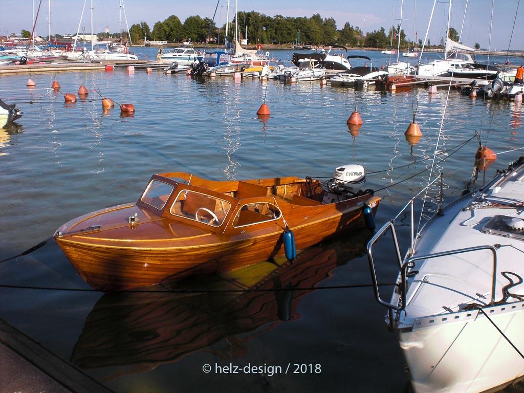 Ich liebe dieses kleine Holzboot