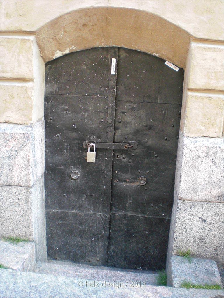Kleine Türen –kommt man da überhaupt durch?