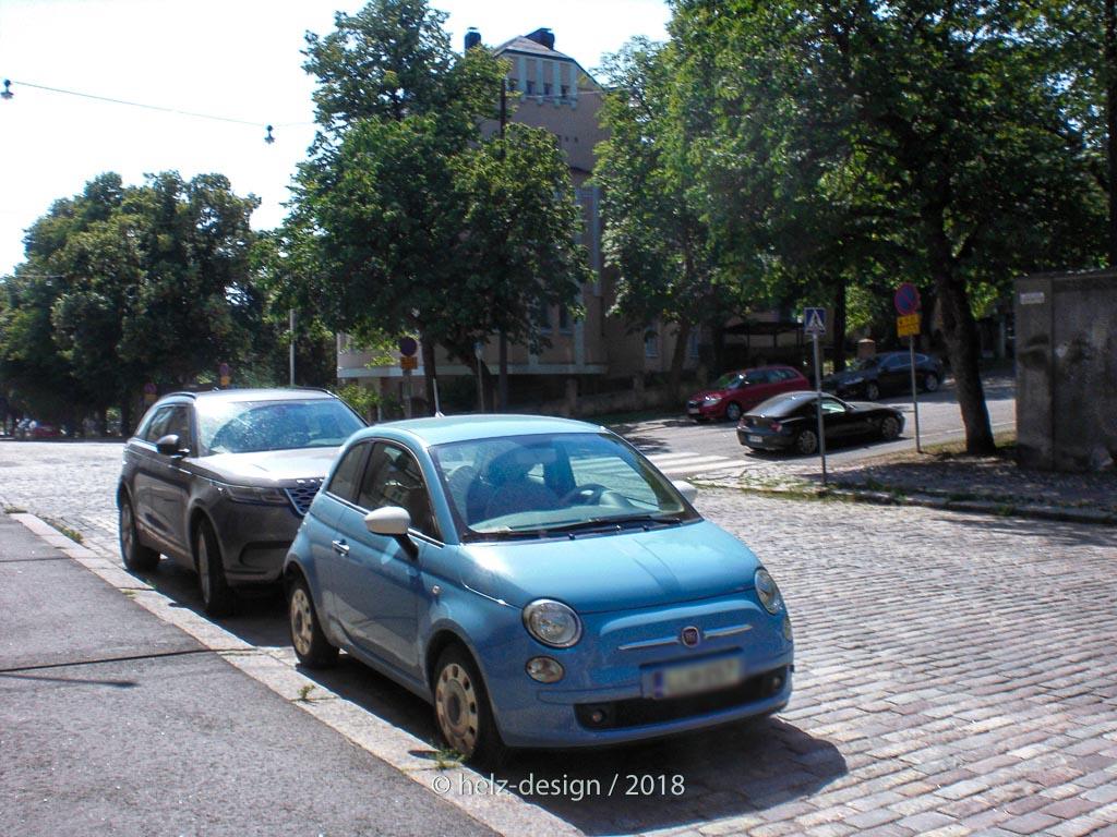 Eira und ein knubneliges Auto