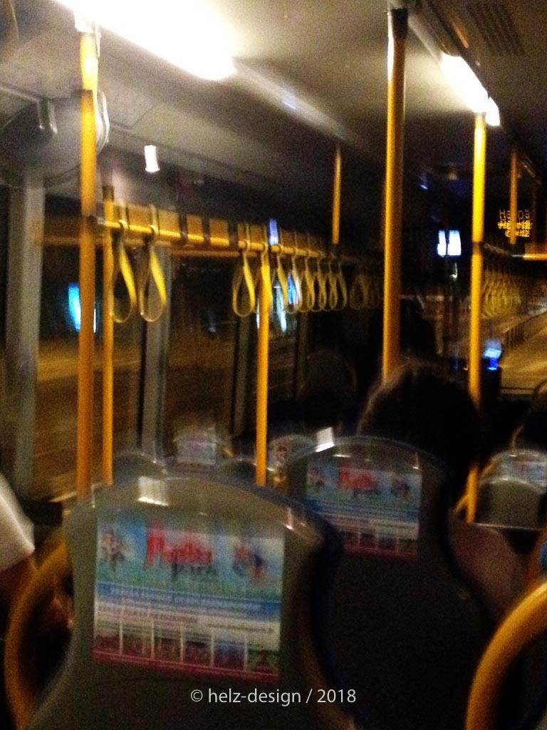 So viele Handschlaufen im Bus
