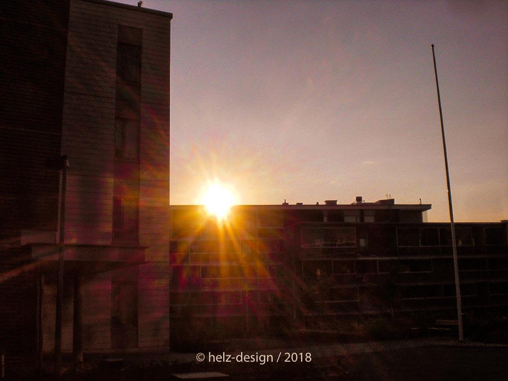 Wenn die Sonne hinter dem Haus verschwindet, dann gehen wir nach Hause … klappt nicht!
