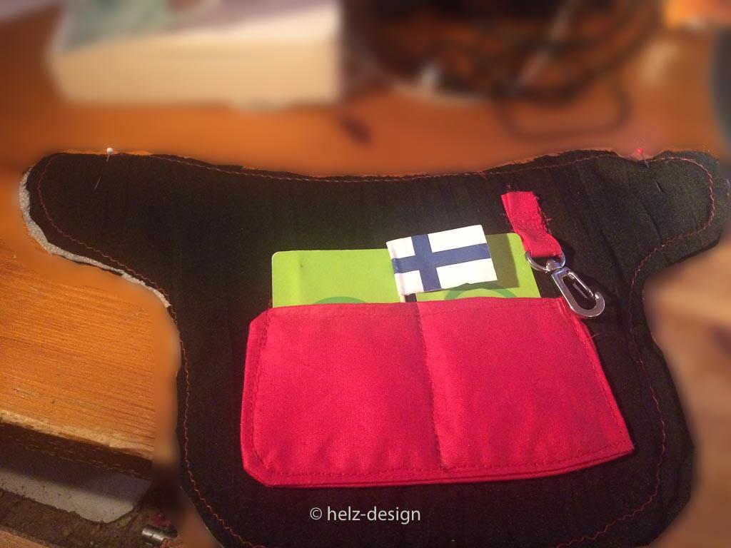 Innenteil Haupttasche, mit Karteneinsteckfächern, 2 Matkakorttia passen rein und Karabiner für Schlüssel