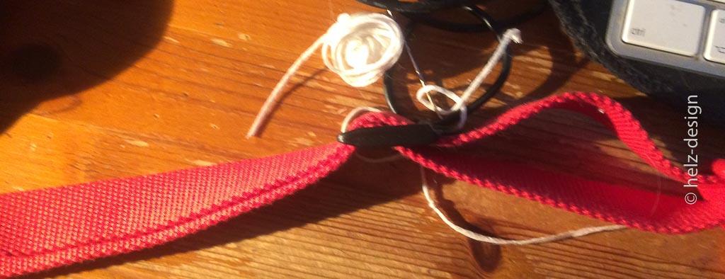 Das Gurtband mit Versteller – habe ich dann von einem alten finnischen Rucksack genommen