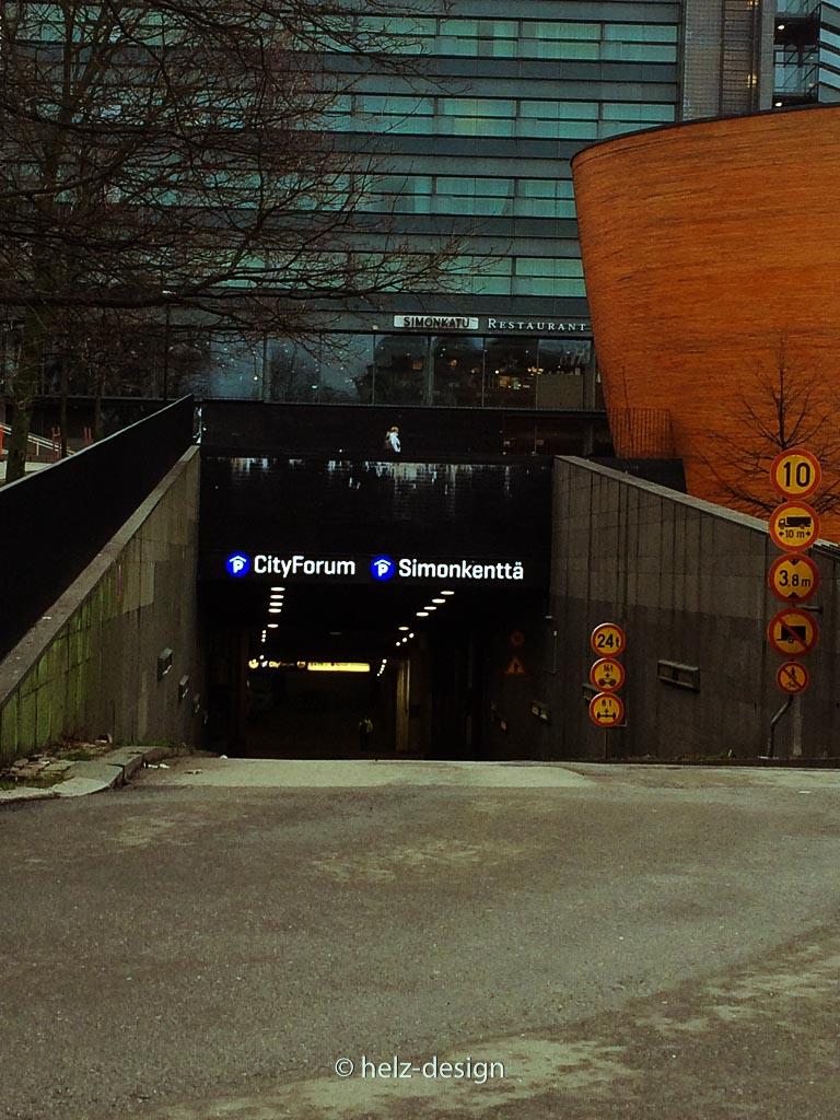 Einfahrt in die unterirdische Parkgarage zwischen Kamppi und Forum