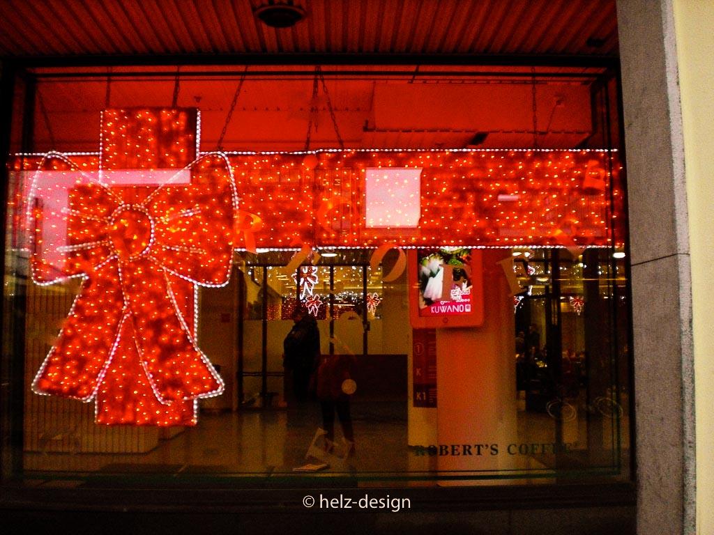 Einkaufszentrum Kamppi – Weihachten nur echt mit der roten Schleife