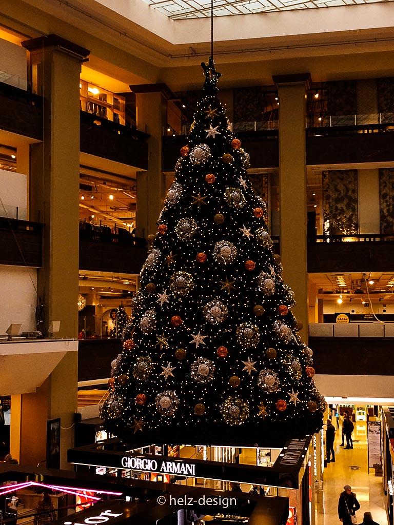 Der hängende Weihnachtsbaum von Stockmann