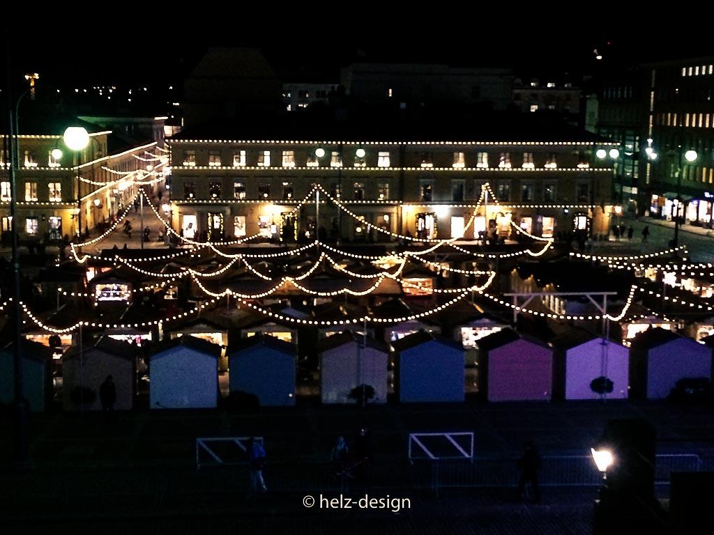 Blick über den Senaatintori und Weihnachtsmarkt