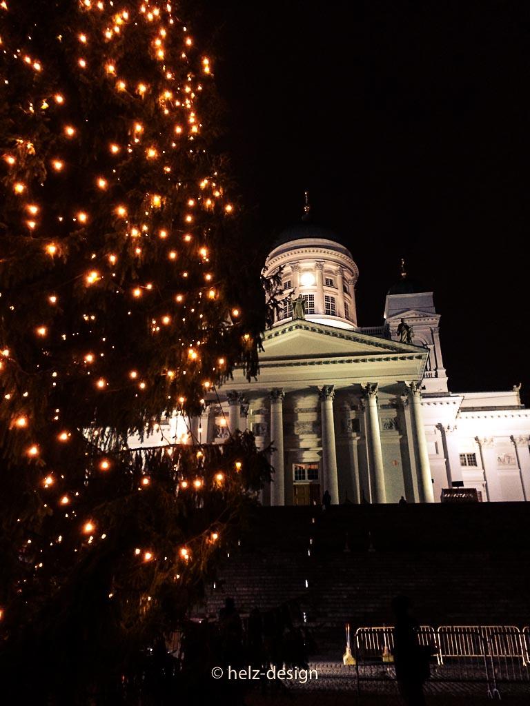 Tuomiokirkko mit dem markierten Pfad für die Lucia