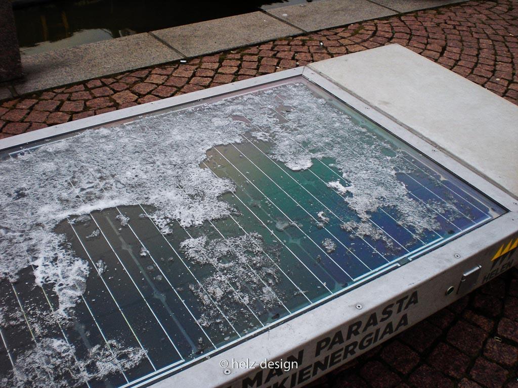 Sonnenkollektoren …erst dachte ich: hei cool ne Landkarte, ist aber nur der Schnee