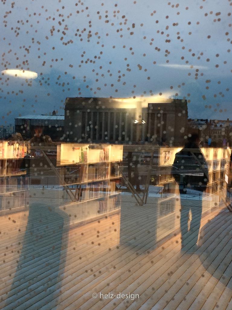 Am Anfang dachte ich: es schneit, aber die Fenster sind mit Punkten versehen