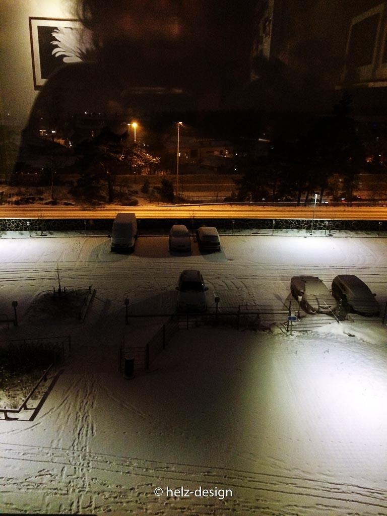 Schnee noch im Dunkeln
