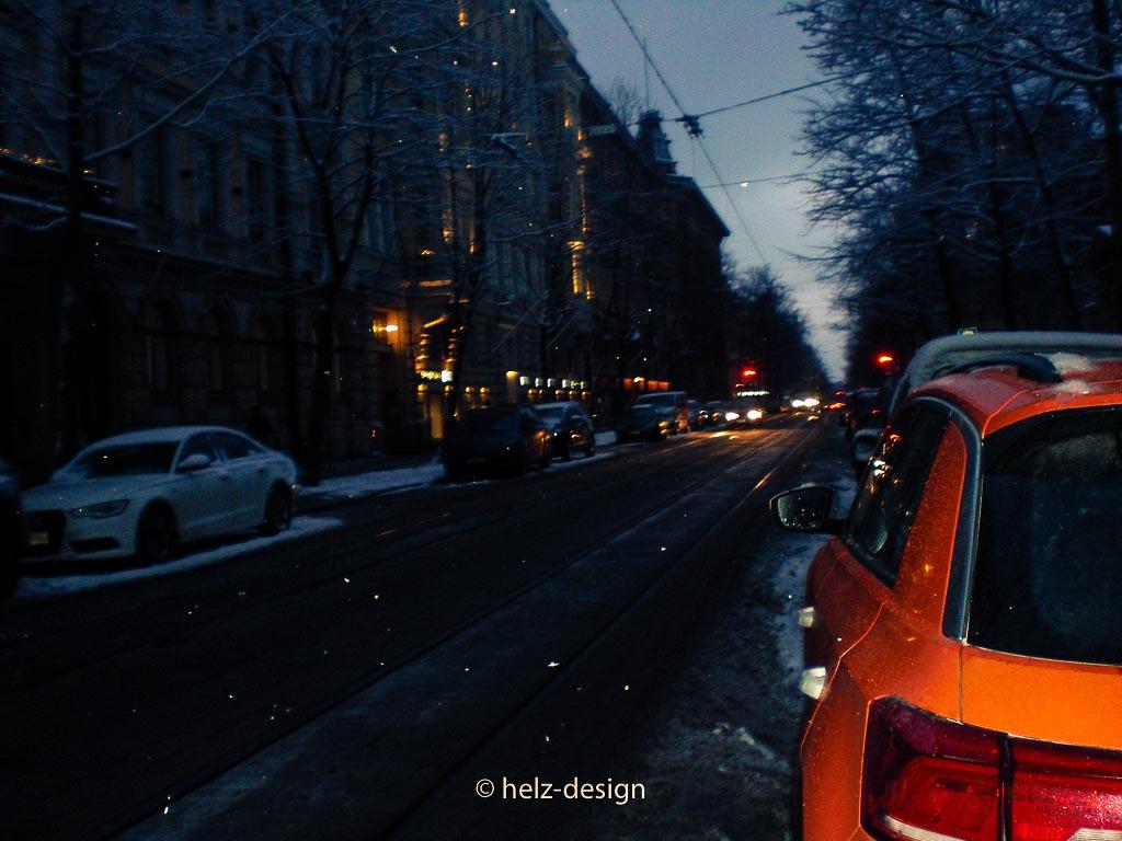 Spätnachmittägliche Straße