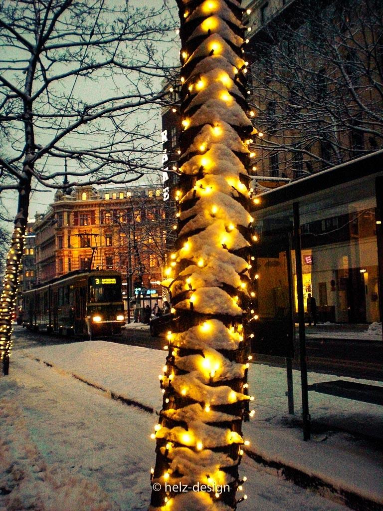 Baumgirlanden mit Schneeapplikation