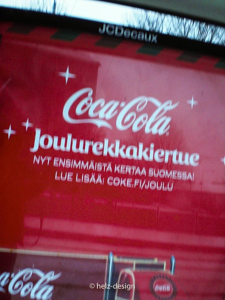 Die Weihnachtstour von Coca-Cola – Werbung an der Tramhaltestelle