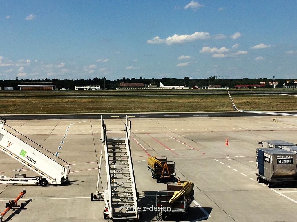 Treppen warten auf Flugzeuge
