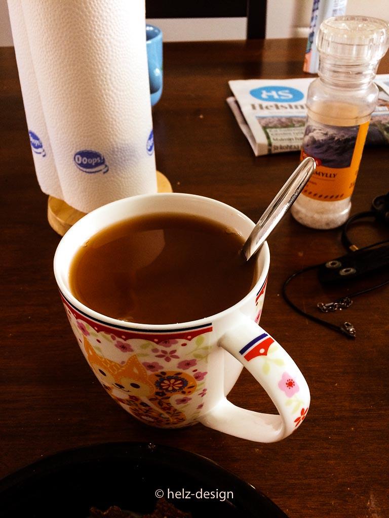 Meine LIeblingstasse voller Tee + Hafermilch
