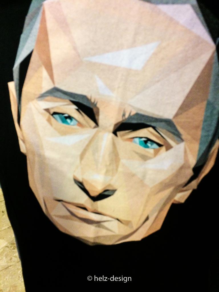 Kaivarin Kanuuna: Ist das Putin auf dem Shirt? Wer zieht so was an?