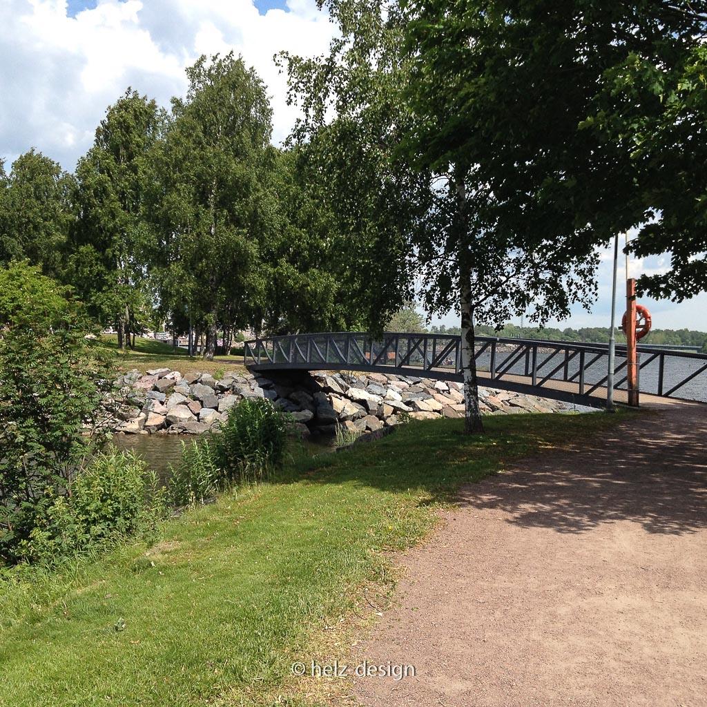 Brücke zwischen Badesee und Ostsee