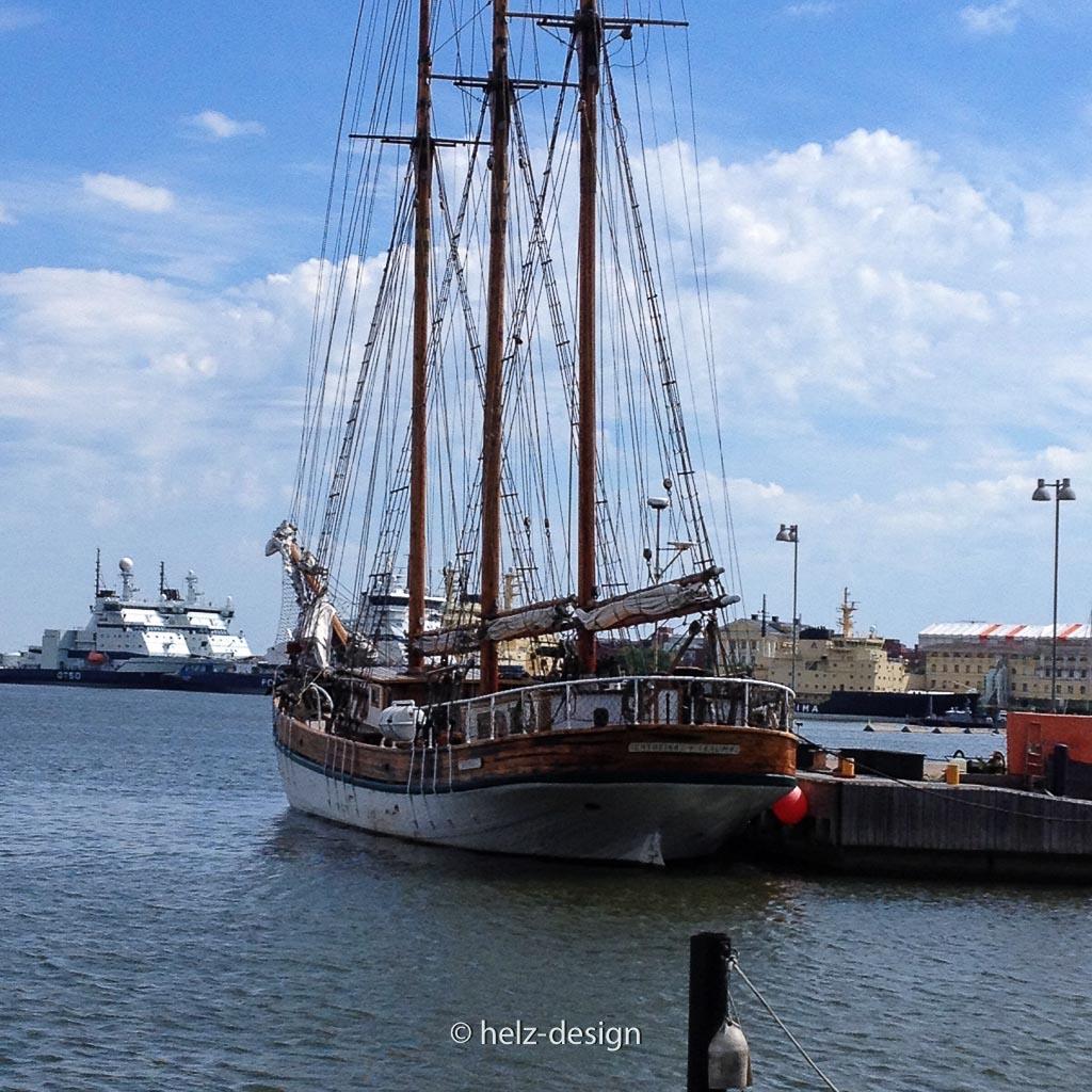 Eisbrecher trifft Segelschiff